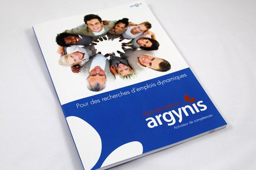 Brochure réalisé par graphic touch